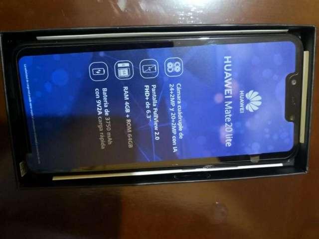Vendo Huawei 20 lite como nuevo S/.580.00 accesorios y caja