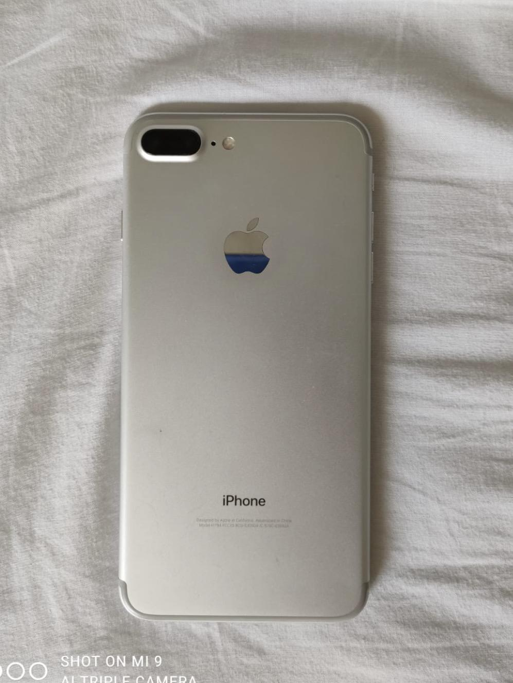 Vendo iPhone 7plus en perfecto estado+ 4 fundas de regalo.